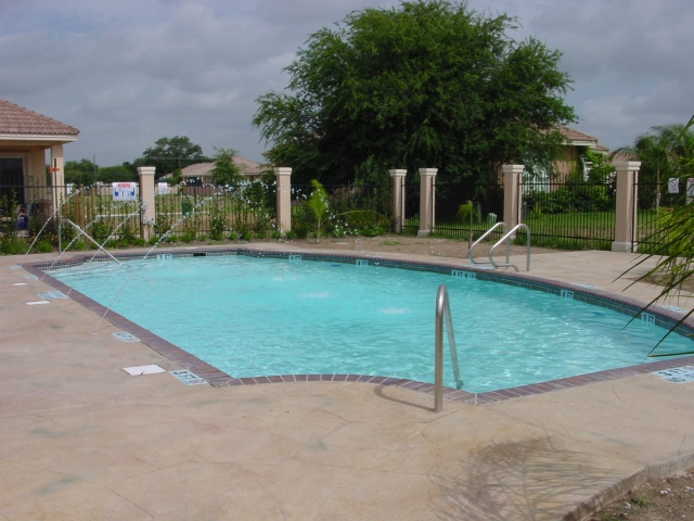 Rio grande commercial pool photos swimming pool builder for Commercial pools